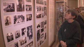 В главном воронежском храме открылась выставка об Октябрьской революции