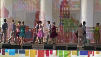 Петровская регата, танцы на площади Ленина и фестиваль спорта. Как воронежцы отметили День города