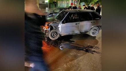 В лобовом столкновении в Воронежской области пострадали два пассажира