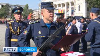 Курсанты военно-воздушной академии приняли присягу в центре Воронежа
