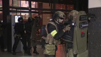 Силовики на учениях освободили воронежский Центральный рынок от террористов