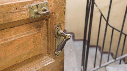 В Воронеже мёртвая старушка 3 недели пролежала в квартире, пока соседи добивались взлома