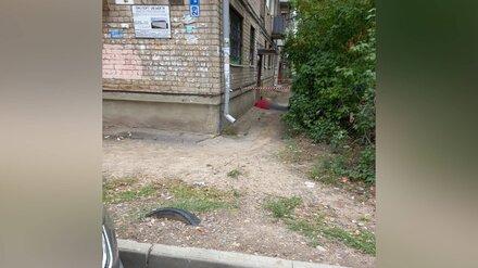 В Воронеже у подъезда пятиэтажки нашли труп