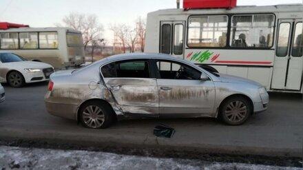В Воронежской области при столкновении легковушки и КамАЗа пострадали 2 человека