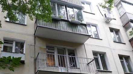 В Воронеже два маленьких брата оказались запертыми на балконе