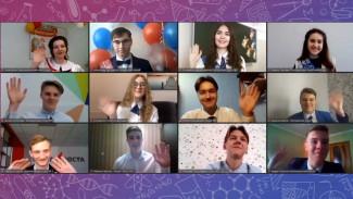 «Очень грустно». Как воронежские выпускники во время пандемии прощались со школой онлайн