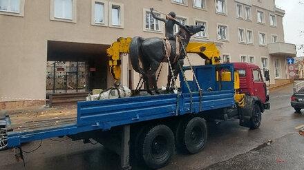 Из воронежского «Орлёнка» увезли скульптуру горниста на лошади