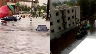 Жители воронежского райцентра прокатились на лодках и машинах по затопленным улицам