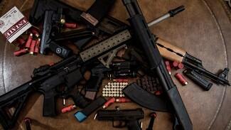 В Воронеже в гаражном кооперативе нашли склад оружия