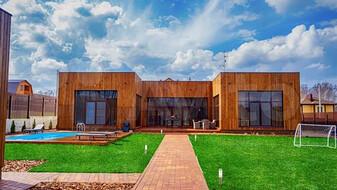 Коттедж с бассейном и фруктовым садом в селе под Воронежем выставили на продажу за 40 млн