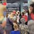 Воронежцы устроили давку в магазине ради подушек за 49 рублей