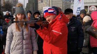 Воронежский губернатор пострелял из винтовки на площади Ленина