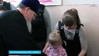 Митрополит Сергий побывал в Ольховатке подарками для школьников