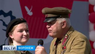 На железнодорожном вокзале Воронежа звучали песни военных лет