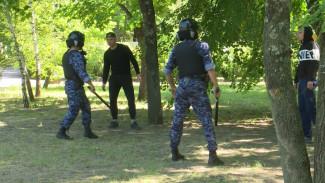 Бойцы Росгвардии в Воронеже показали, как обезвредить пьяных хулиганов