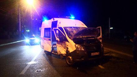 В страшном ДТП со скорой и легковушкой в Воронеже пострадали 4 человека