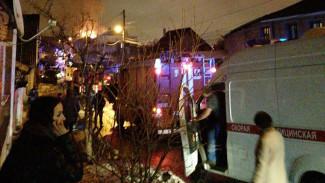 Воронежцы сообщили о загоревшемся во время праздничного салюта частном доме
