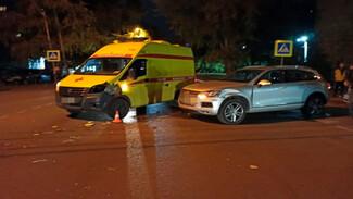 В Воронеже пострадала врезавшаяся в машину скорой помощи автомобилистка