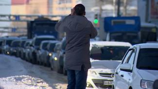 Воронежцы выстроились в километровую очередь за дешёвым бензином