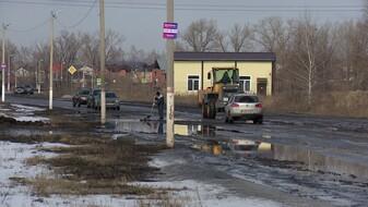 «Валяются бамперы». Жители нового квартала под Воронежем пожаловались на разбитую дорогу