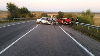 В страшной аварии на воронежской трассе 2 человека погибли и 1 пострадал