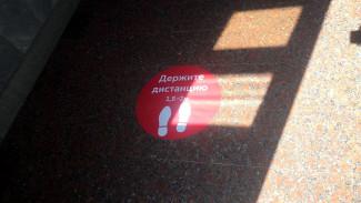 На воронежском вокзале вместо антивирусной разметки появились наклейки
