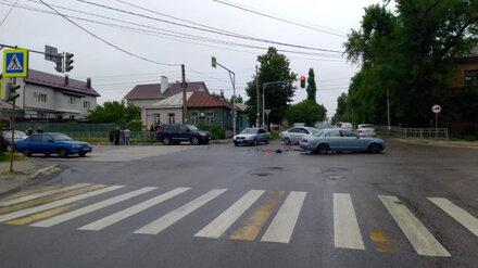 Автомобилист создал массовое ДТП в Воронеже и попал в больницу
