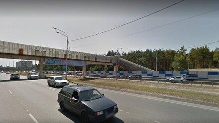 Прохожие нашли труп мужчины в надземном переходе в Воронеже