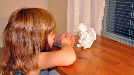 Малышка из Воронежа повредила зубы и челюсть во время игр за столом