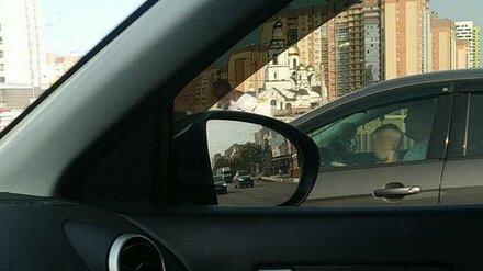 В Воронеже вновь заметили ребёнка за рулём на оживлённой магистрали