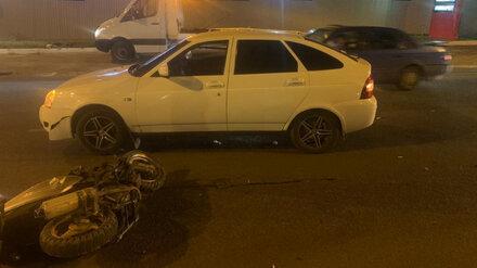 Водитель мопеда пострадал в ночном массовом ДТП в Воронеже