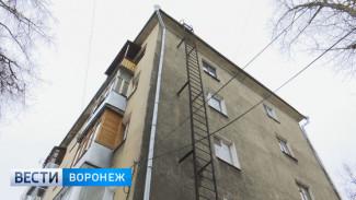 В Воронеже сосульки продолжают падать на горожан