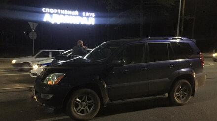 В Воронеже Lexus сбил перебегавшего трассу мужчину