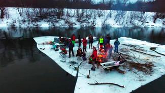Воронежские экстремалы сняли на видео, как устроили пикник и «джакузи» на дрейфующей льдине