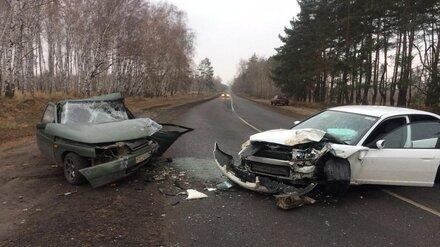 В Воронеже в ДТП с 2 легковушками пострадали двое маленьких детей и мужчина