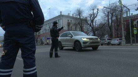 В Воронеже мужчина укусил полицейского