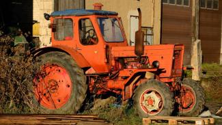 В Воронежской области из-за выключенного поворотника столкнулись трактор и легковушка