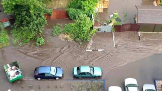 В Воронеже после дождя смыло улицу: горожане поделились видео потопа