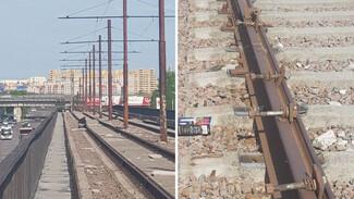 Двое неизвестных попытались разобрать рельсы на Северном мосту в Воронеже