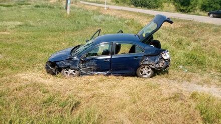 Две девушки и парень пострадали в ДТП с фурой и легковушкой в Воронежской области