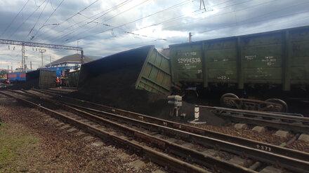 Пятерых железнодорожников уволили после схода вагонов с рельсов в Воронежской области