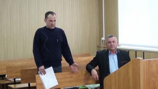 Воронежские дорожники отказались платить 1,8 млн попавшему в ДТП из-за щебня водителю