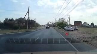 В Воронеже автомобилистка на иномарке снесла столб
