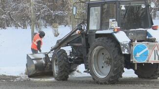 В Воронеже на борьбу со снегом выпустили 300 дворников и 158 машин