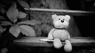 Во дворе воронежской многоэтажки нашли тело ребёнка