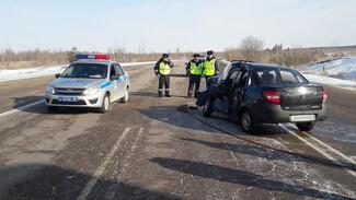 Водитель «Лады» разбился в ДТП с фурой на воронежской трассе
