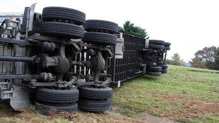 В Воронежской области в двух ДТП с грузовиками погибли два человека