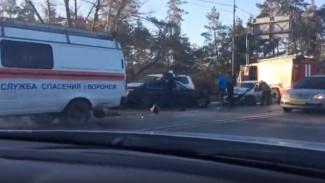 В Воронеже из-за аварии с участием шести машин на окружной образовалась пробка