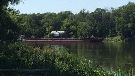 Инженер высказался о сбросе воды из водохранилища в Воронеже ради застрявшей на Дону баржи