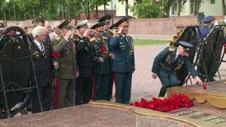 В Воронеже торжества ко Дню Победы начались с возложения венков